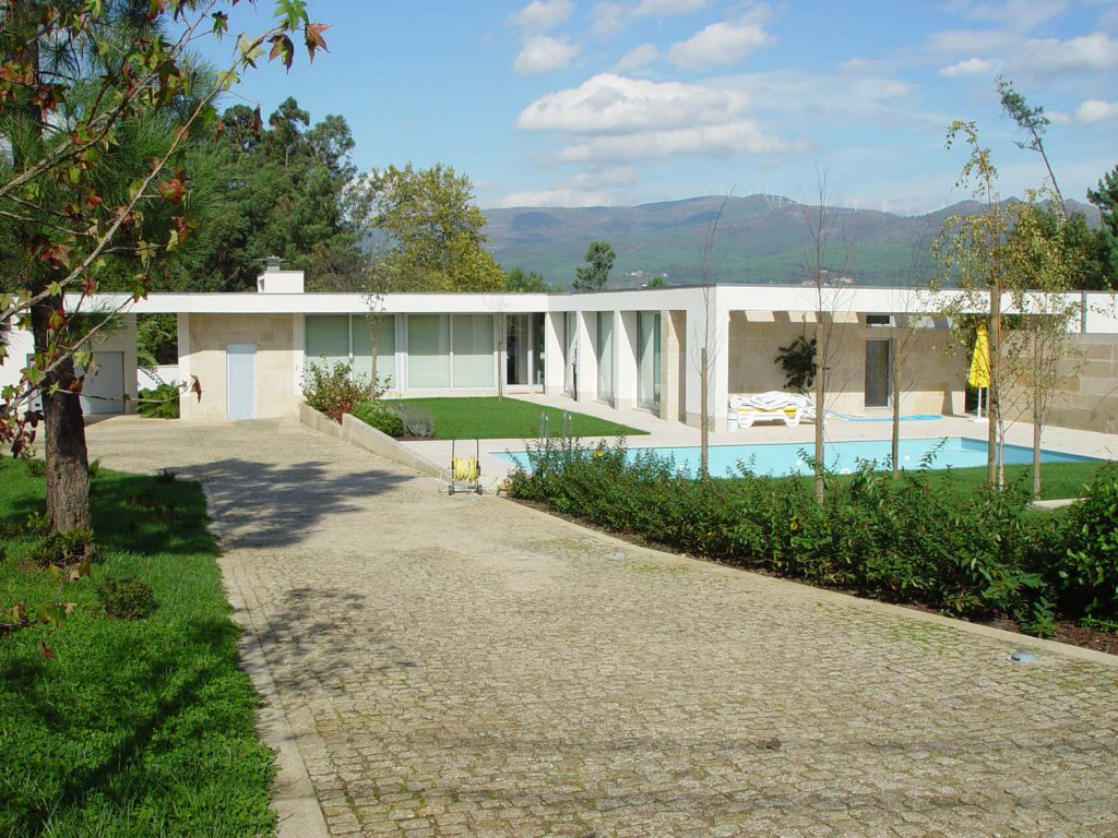 Casa em Barbeita - Vista sobre a casa a partir do acesso à propriedade
