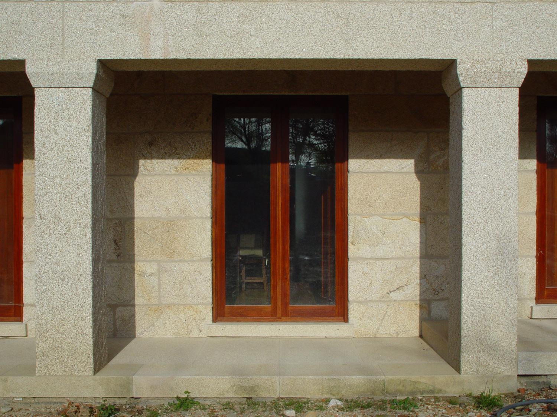 Pormenor da fachada de moradia em Santo Amaro, Ceivães, Monção.
