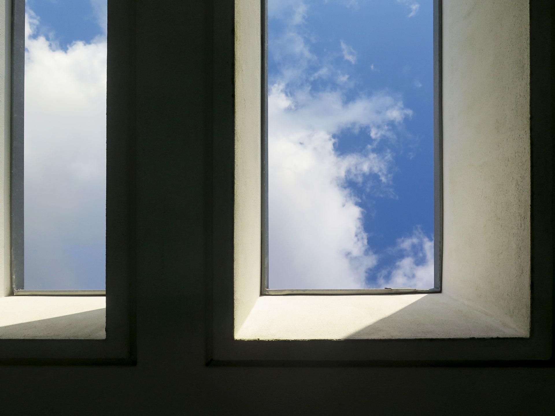 Pormenor da pérgola sobre a varanda privativa do quarto principal de moradia na Reguenga, Santo Triso.