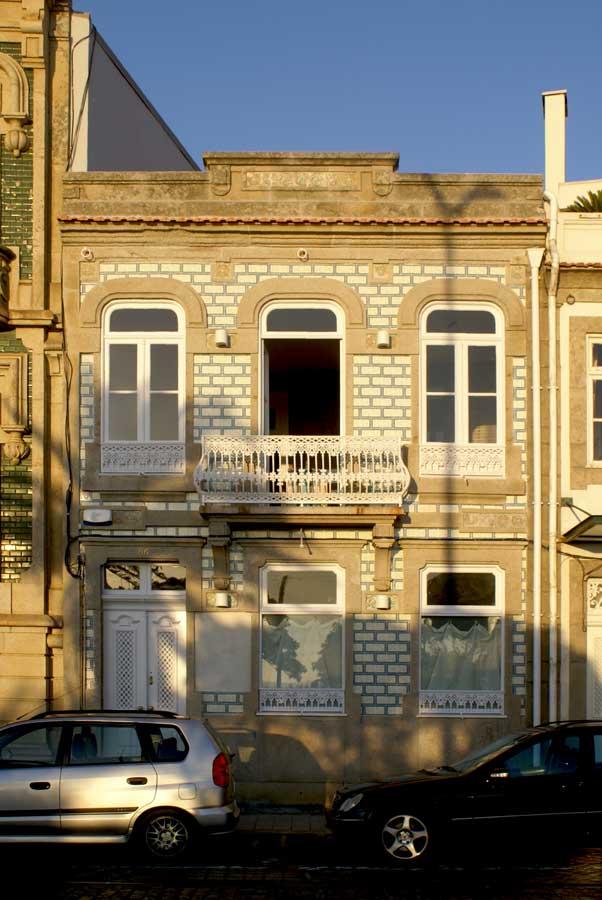 Fachada reabilitada de concepte store, na Foz, Porto.