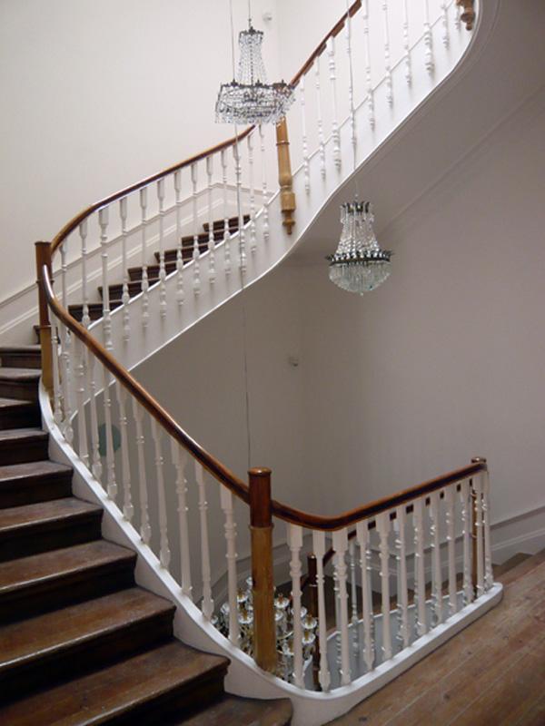 Vista da escada de acesso aos apartamentos