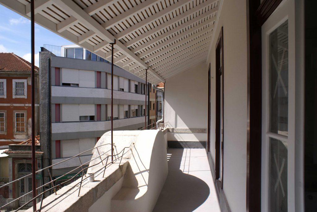 Vista de varanda de apartamento em Mártires da Liberdade