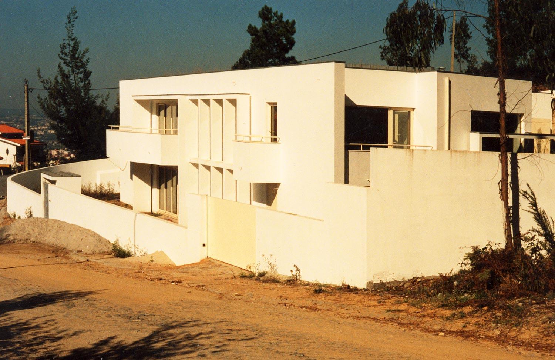 Casa no monte da virgem - Vista geral da fachada voltada à rua