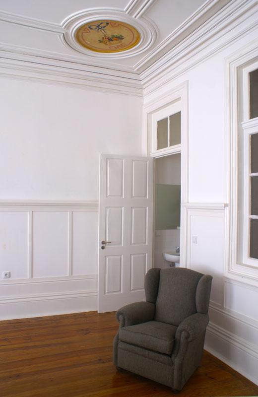 Edifício de apartamentos reabilitado - Vista da sala comum de um apartamentos do edifício da Rua do Almada - Porto