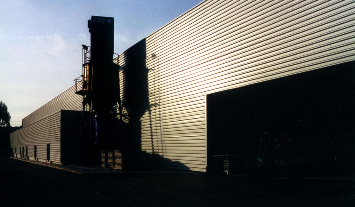 Vista da fachada tardoz e do silo