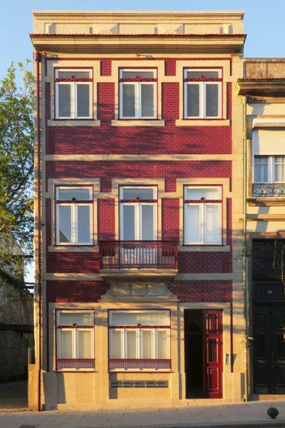 9 apartamentos na Rua Álvares Cabral - Reabilitação da fachada de edifício em Álvares Cabral convertido em 9 apartamentos
