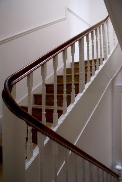 Apartamentos-Rua-dos-Bragas-escadas-corrimao