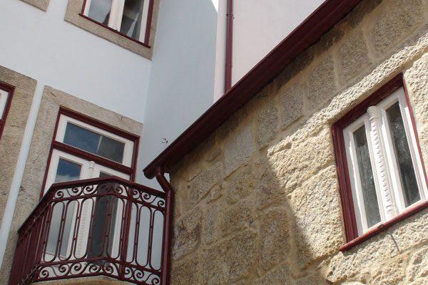 Apartamentos-Rua-dos-Bragas-exterior-jardim