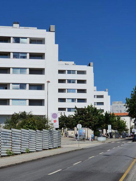 Apartamentos-na-quinta-do-Choupelo-pormenor-betão-rua