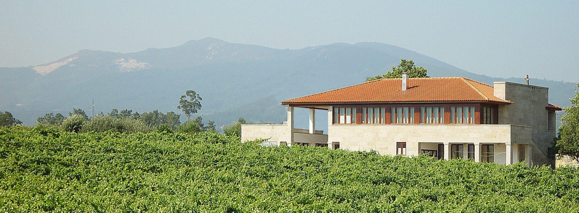 Casa-em-Santo-Amaro-fachada-nascente-paisagem