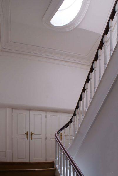 Edificio-rua-do-almada-escada
