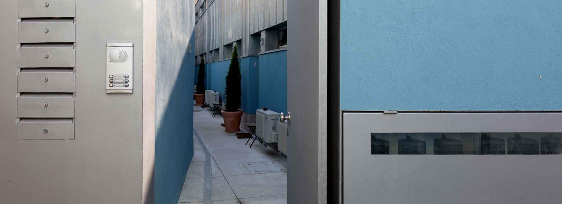 Entrada no corredor de acesso aos apartamentos