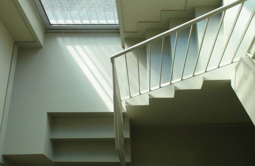 Escadas de um apartamento duplex
