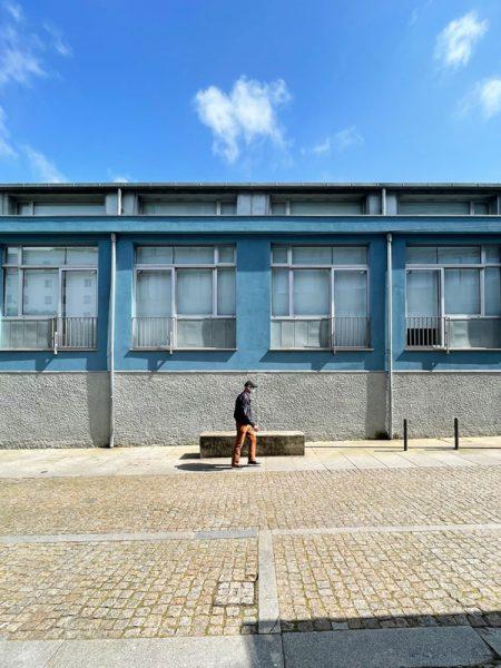 Reconversão de oficina em apartamentos - Fachada principal do edifício reconvertido em apartamentos