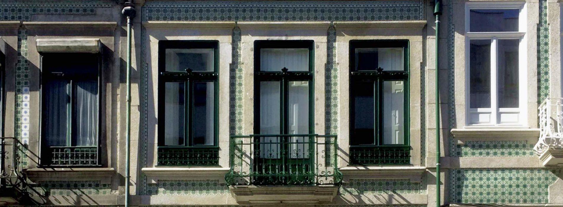 Apartamentos em Álvares Cabral - Detalhe da fachada do edifício
