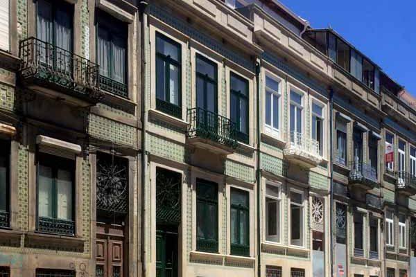 Apartamentos em Álvares Cabral - Vista frontal da fachada do edifício