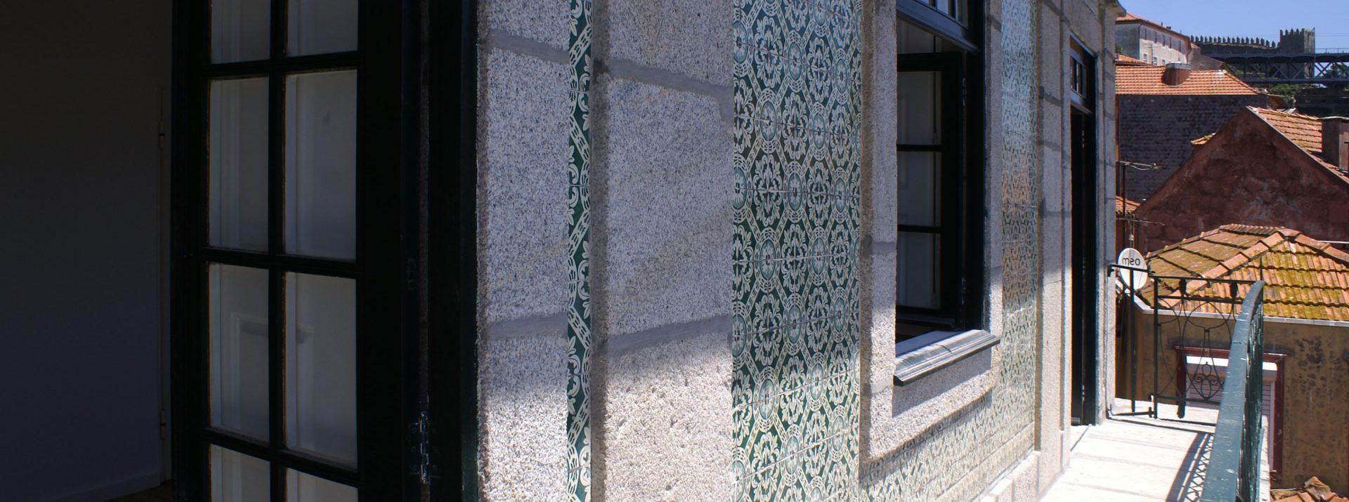 Apartamentos e Comércio na Ribeira - Rua S. João - Vista da varanda sobre a Praça da Ribeira