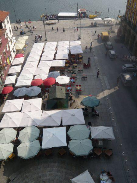 Apartamentos e Comércio na Ribeira - Rua S. João - Vista sobre a Praça da Ribeira